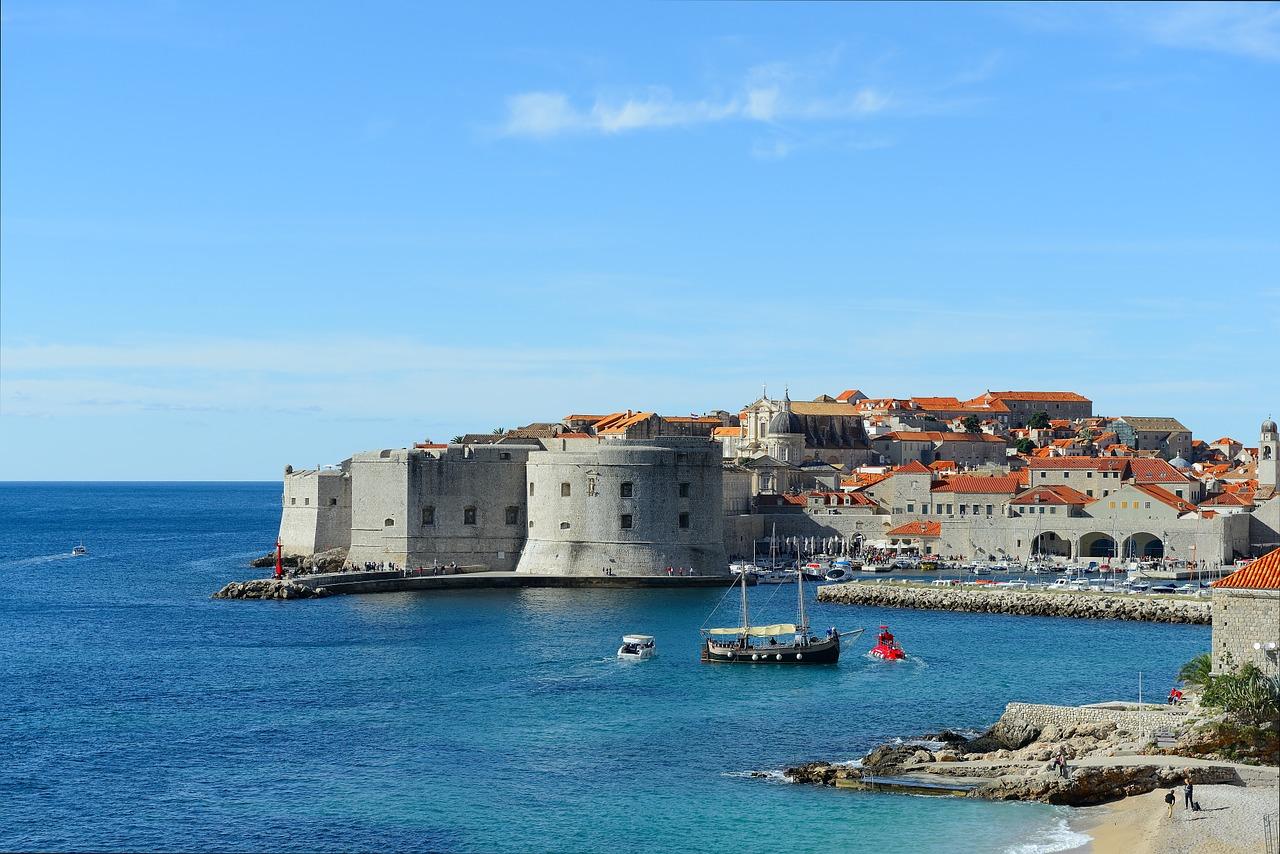 Jedziemy do Chorwacji samochodem w leasingu – jaką wybrać polisę turystyczną?