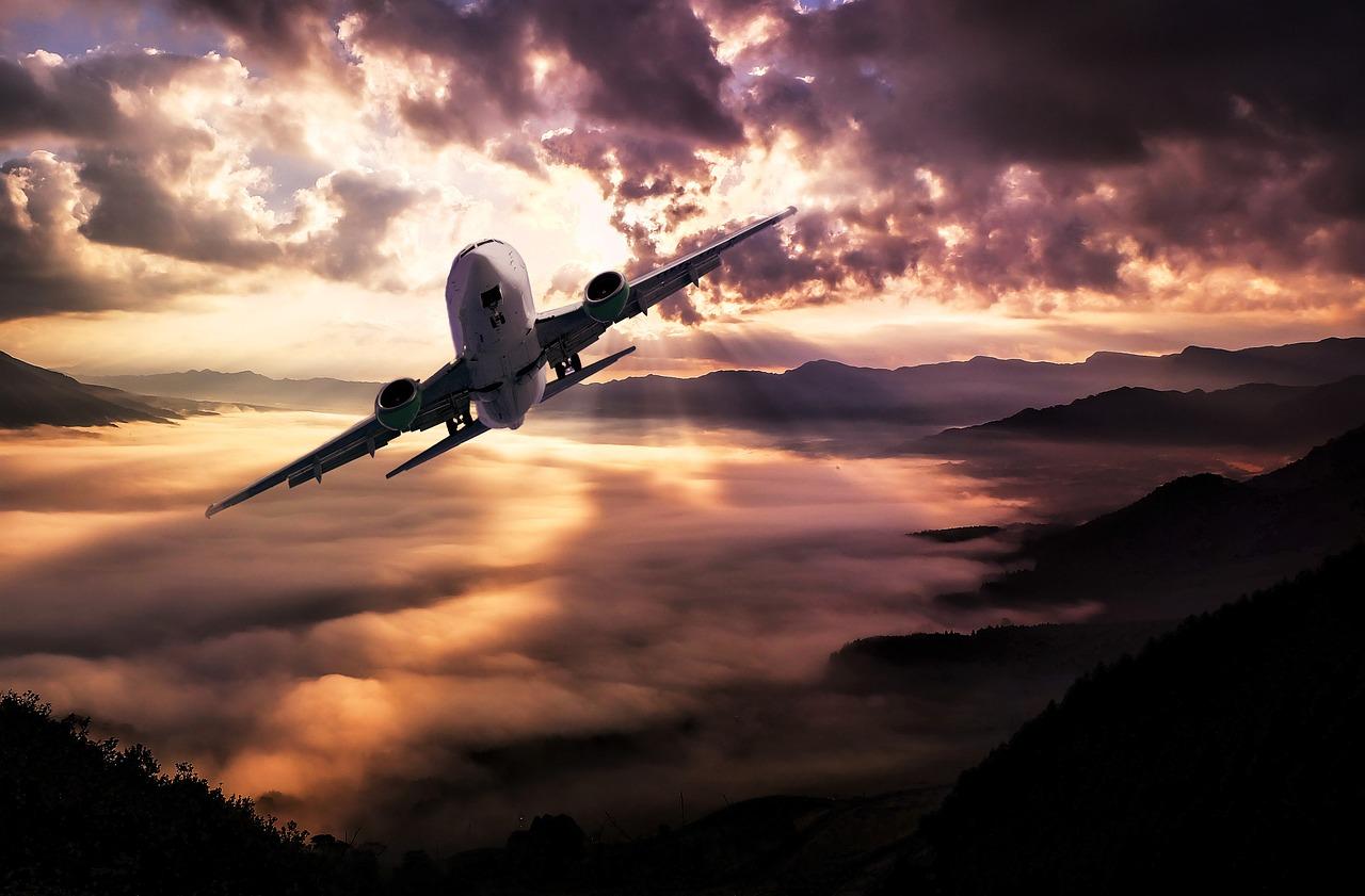 Jedziemy do Chorwacji – lepiej samochodem czy samolotem i jaka polisa będzie lepsza?